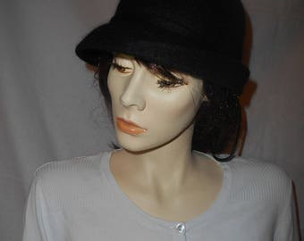 Black hat, Cloche Felted hat, Black felt hat, Elegant hat, Winter heat hat, Warm hat, unique black wool hat, Brim hat, Cloche black hat