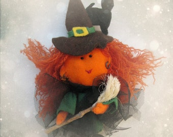 Carmina, the little Witch and Black Cat Figurine - Cute felt Halloween ornament miniature - cute gift for decoration or cake topper
