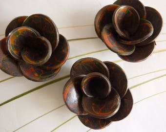 COPPER FLOWERS AND GREY PATTERN INSERTS.