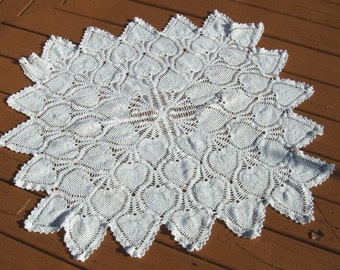 TABLE TOPPER Pineapple Crochet Design - Handmade - Vintage in White