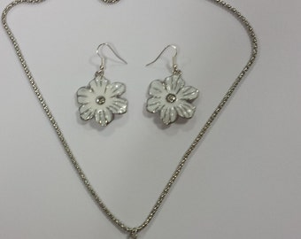 White Daisy chain necklace and earrings set
