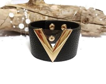 Wide bracelet V black, red or beige