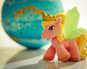 FREE SHIPPING - UNICORN  Bath Bomb - Glittering Bath Bomb with Unicorn Toy Inside