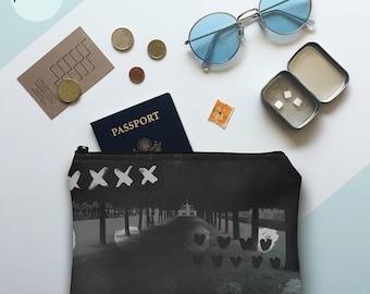 paris in love pouch, pochette, zipper pouch, clutch, makeup bag, toiletry bag, travel bag, purse, screen print, black, grey
