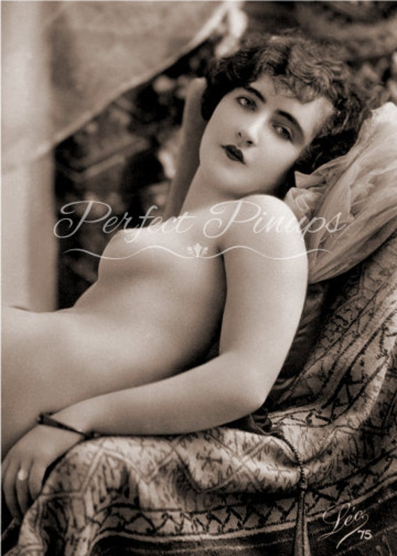 BEAUTIFUL RISQUE FRENCH Pin Up Nude Woman Antique Home Decor