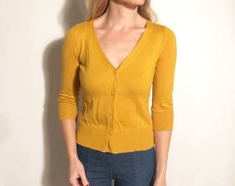 DEBORAH Marigold Yellow Lightweight V-Neck Button-up 3/4 Sleeve Pinup Cardigan with Ribbing at Lower Half
