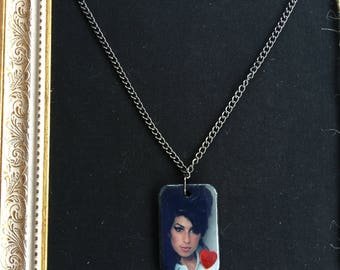 Glossy Winehouse wood necklace