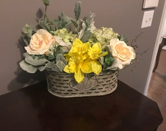 flower basket, flower decor, farmhouse decor, floral decor, home decor, table decor, bedroom decor, rustic decor