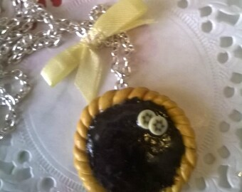 Necklace silver chain/banana chocolate tart