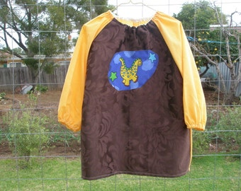 Art smock Children's  long sleeved art smock, craft apron to fit age 5 to 8. Waterproof apron. Dinosaur.