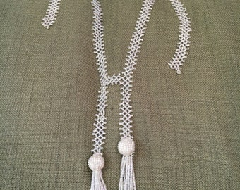 Beautiful vintage flapper style beaded necklace