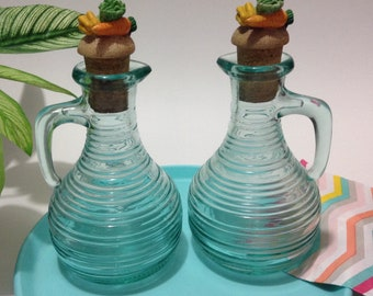 2 Italian Green Glass Ribbed Vinegar And Oil Cruets Bottles With Decorative Cork Toppers Caps, Serving Glassware, Vintage