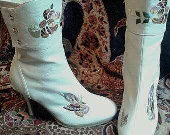 Womens Size 9 M Ivory White Leather Stiletto Boots w Butterfly Flower & Leaf Embroidery Zipper Close Safe Rubber Sole Grip by Suzanne Somers