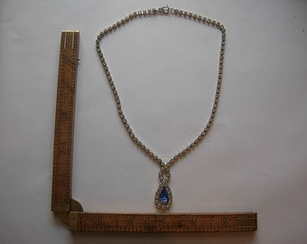 Attractive Rhinestone 1970s Necklace
