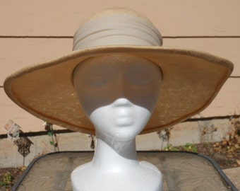 1960s STYLED BY CORALIE Beige Wide Brimmed Tulle Linen Sun Hat