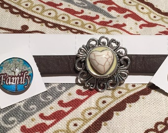 Snap button leather adjustable bracelet. Includes 3 matching snaps