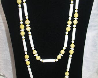 Beautiful Vintage White and Yellow Beaded Necklace Bracelet