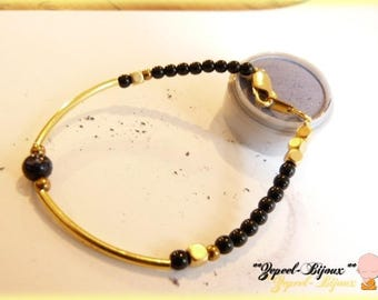 Bracelet plated gold and onyx beads.