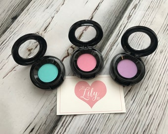 Pastel eye shadow - pretend makeup