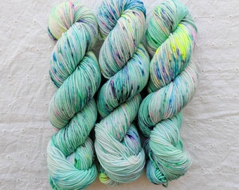 Mint Shake - non superwash speckled green mint pastel SPORT WEIGHT yarn - on Saturn Sport 100% non-sw merino wool - ready to ship