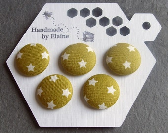Fabric Covered Buttons - 5 x 22mm Buttons, Handmade Button, Yellow Green Pea Olive Pear Pickle Green White Star Retro Skater Buttons, 2614