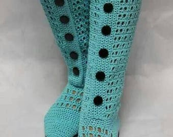Crocheted boots for woman