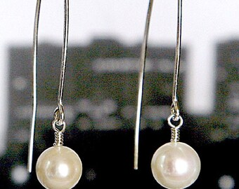 big pearls for the big city: Swarovski pearl earrings, sterling silver in white, black, ivory, mauve pink, long earrings, dangle earrings