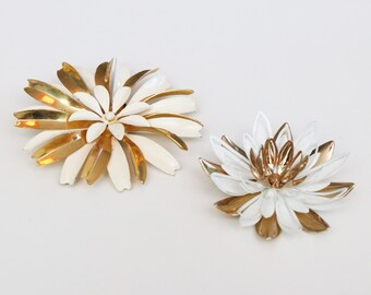 Two pretty vintage floral brooches