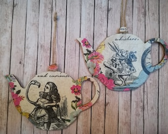 Alice in Wonderland and the White Rabbit Teapot Shaped Plaques Gift Decoration