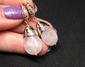 Rose quartz earrings, rose earrings, drop earrings, gold earrings, teardrop earrings, pink quartz tear, dangle earrings