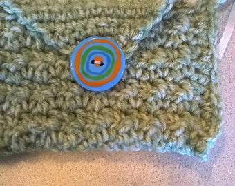 Crochet green child purse with fun button