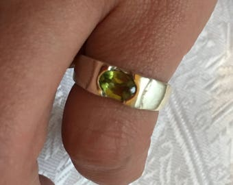 Sterling Silver ring decorated with natural Peridot / T53