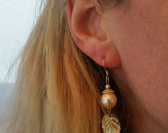 Golden Pearl Earrings With Leaf