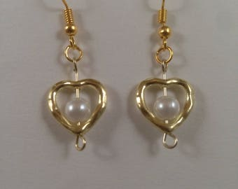 Gold heart earrings with white pearl