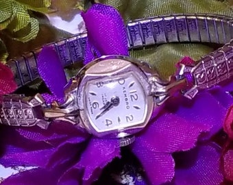KEMBRO Ladies Windup Wristwatch, 17 Jewel Incabloc, Silver Stretch Band, Mechanical Watch, Vintage Hembro, Ladies Watch, Keeping Great Time