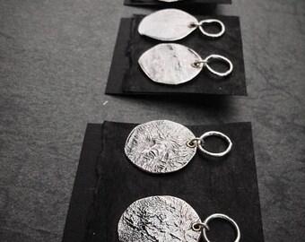 Oxidiertem Sterlingsilber 925 / runde Scheibe Ohrringe / Raw Silber / rustikal Schmuck / Beiträge / Handmade Schmuck / Geschenk für sie / Modern / Boho