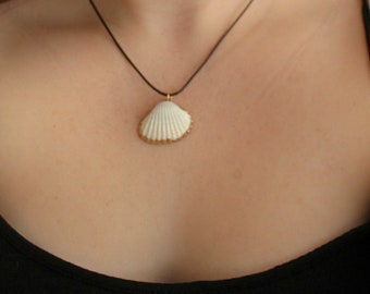 Gold rim shell necklace   Beach shell necklace   Cute beach necklace   Ocean necklace   Summer beach necklace   Seashell necklace