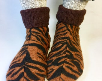 Boy's Wool Slipper Socks, Fits Men's Size 6-8, Soft Sole Shoe, Non Slip Bottoms,Machine Washable, Ready to Ship, Earth Tones, Waldorf
