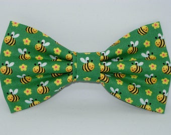 Bee Bow Tie | Bees on Green | Pre-tied Bow tie | Honey Bee | Queen Bee | Green bow tie | Mens Bow tie | Boys Bow tie | Dog Bow tie | Bees