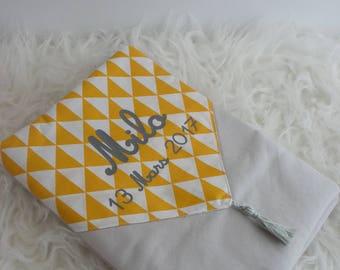 protège carnet de santé, personnalisable, en tissus, jaune, gris, pompon, cadeau naissance