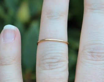 Single Band Gold Wire Knuckle Ring