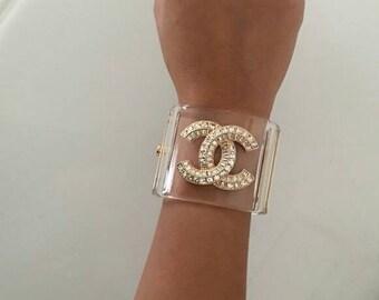CC a mano Logo resina Bracciale braccialetto chiaro Chanel ispirato classe