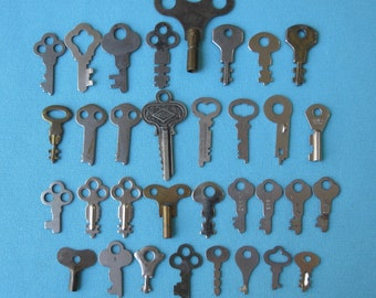 Destash Lot Large Keys 33 All Vintage Antique c. 1900-1950 Skeleton Key Medium Large Sizes Jewelry Making Assemblage Art