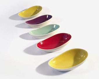 8 small Konfektschälchen, offer porcelain bowls, colors typical for the 50s