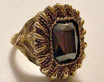 Black Gemstone Poison Perfume Ring Gold Tone Vintage Square Stone Leaf Scales Paisley Accents Size 6 Antiqued Weighted Detailed