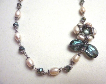 Green Ivory Sunflower Crystal and Freshwater Pearls Necklace