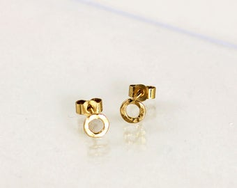 Gold plated earrings, hammered circle thread, ear stud, handmade in France