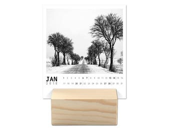 Calendar 2018 with Wooden Stand