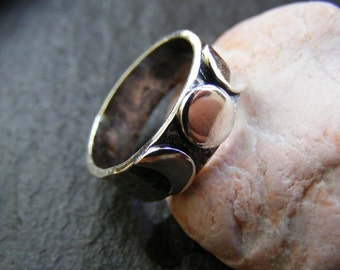 Silver Triple moon ring , three moon silver ring with hammered band