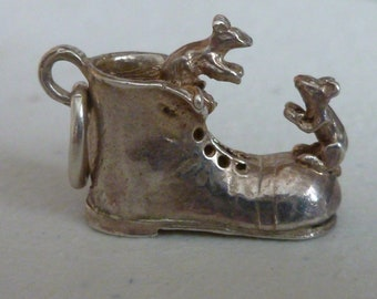 Vintage silver mouse charm - Mice and boot silver pendant - Mice and Boot Silver Charm - Vintage Silver Charm - Vintage Old Boot and Mouse
